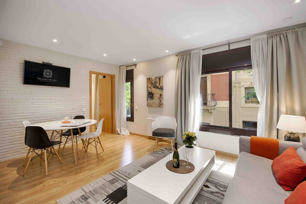 2 Bedroom Luxury Apartments For Rent In Barcelona City Center Flat