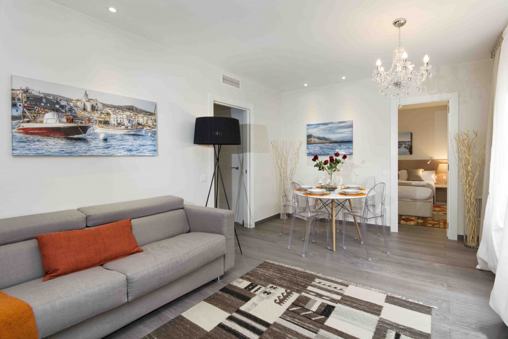 4 bedrooms for 8 persons – Luxury apartments in Barcelona center